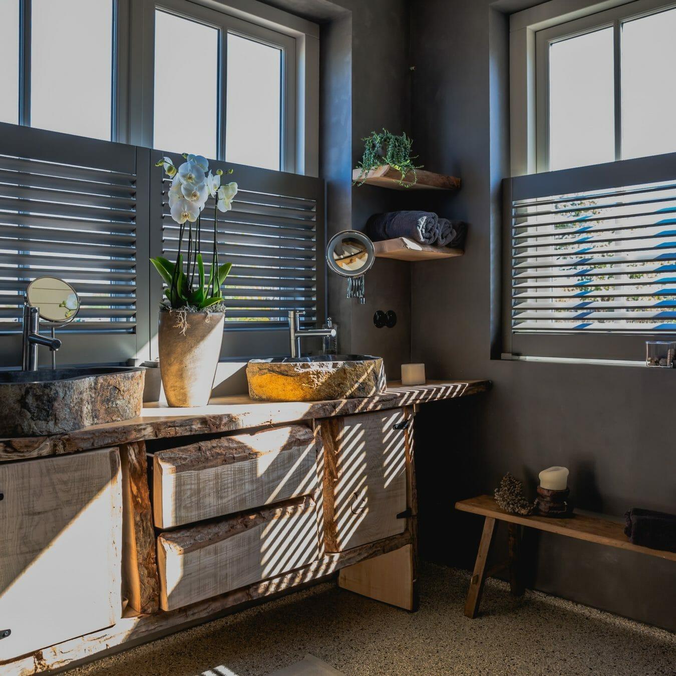 Piet Boon shutters by Zonnelux in de badkamer