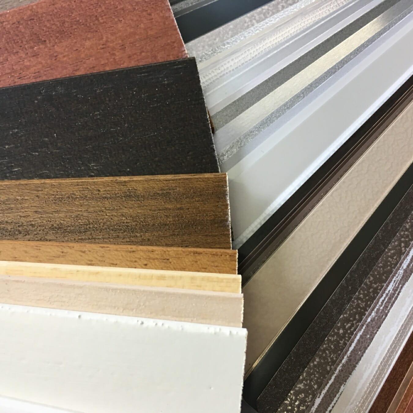 Jaloezieën kleurstalen aluminium en hout