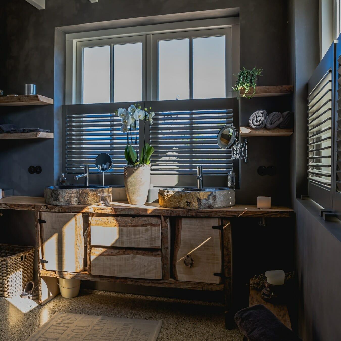 Piet Boon shutters by Zonnelux in badkamer