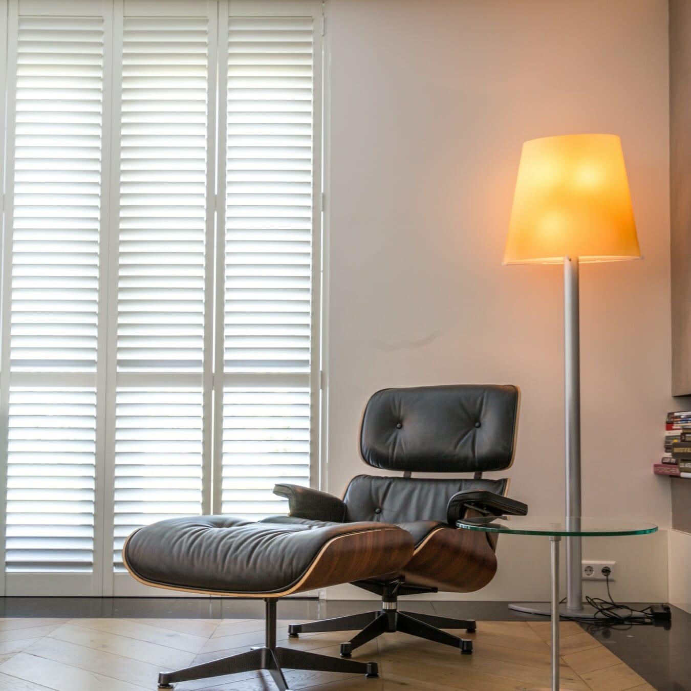 Witte Zonnelux shutters woonkamer