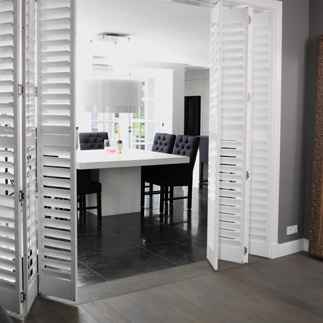 Zonnelux shutters scheidingswand keuken woonkamer