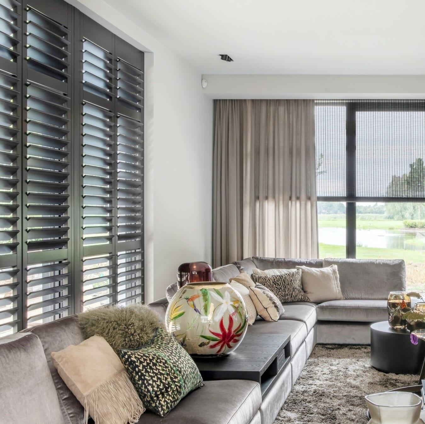 Geweven hout en Piet Boon shutters by Zonnelux